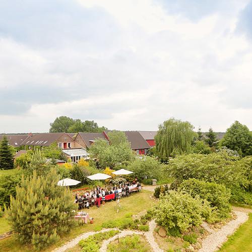 Feiern unter freiem Himmel im Landhaus Alte Schmiede © Reinhardt & Sommer