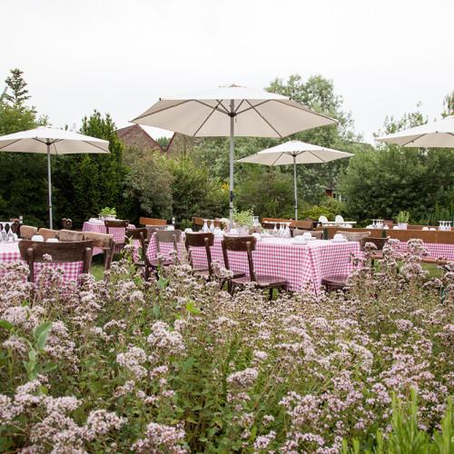 Feiern im Landschaftsgarten des Landhauses Alte Schmiede © FotoAtelier Straubel